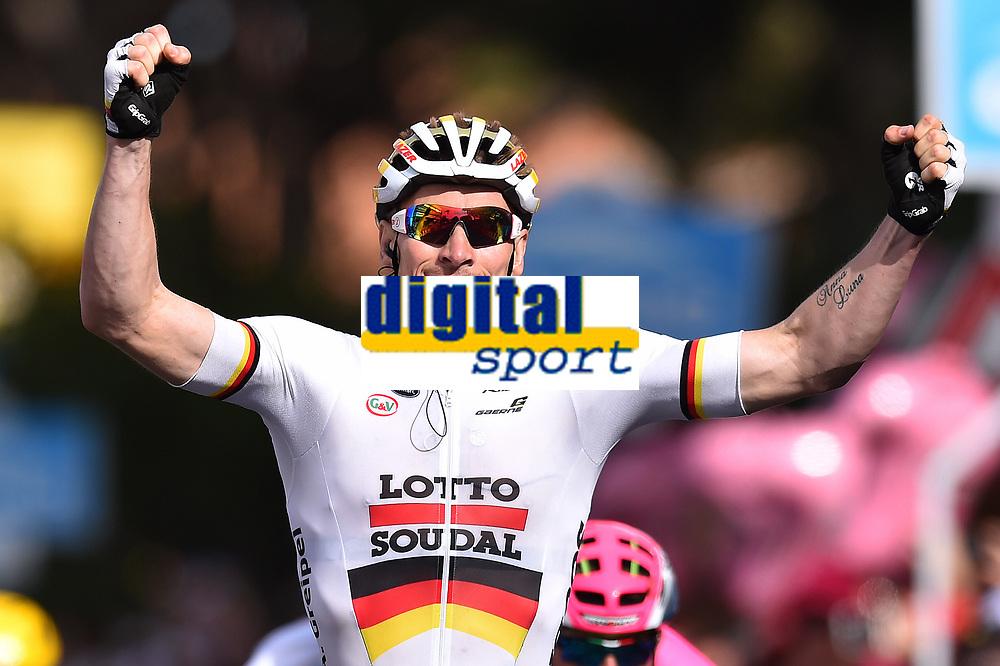 Arrival, Andre GREIPEL (Ger) Lotto, winner,during the Giro d'Italia 2015, Stage 6, La Spezia - Abetone (152 Km) on May 14, 2015. Photo Tim de Waele / DPPI
