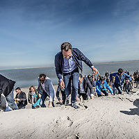 Nederland, Lelystad, 24 september 2016.<br /> Op zaterdag 24 september 2016 zet staatssecretaris Martijn van Dam van Economische Zaken (natuur) als eerste voet op de Marker Wadden. Natuurmonumenten legt samen met Rijkswaterstaat en Boskalis de komende jaren een archipel aan eilanden aan, die de natuur in het Markermeer een enorme impuls gaat geven. De staatssecretaris brengt samen met natuur- en watersportliefhebbers een bezoek aan het eerste eiland van dit innovatieve en grootschalige natuurproject. Dit eerste eiland omvat circa 250 hectare. De eerste fase van Marker Wadden omvat in totaal zo'n 800 hectare, boven- en onderwaternatuur, en moet klaar zijn in 2020.<br /> Op de foto: Staatsecretaris Martijn van Dam en zijn gevolg zet voet aan de grond van de eerste Marker eiland.<br /> <br /> Netherlands, Lelystad, September 24, 2016<br /> On Saturday, September 24th 2016 Martijn van Dam, secretary of Economic Affairs (nature) first sets foot on the Marker Wadden. Natuurmonumenten lays together with Rijkswaterstaat and Boskalis (Royal Boskalis Westminster N.V. is a leading global services provider operating in the dredging, maritime infrastructure and maritime services sectors) an archipelago of islands in the coming years that will give nature in the Markermeer a huge boost.<br /> Natuurmonumenten (Dutch Society for Nature Conservation) is going to restore one of the largest freshwater lakes in western Europe by constructing islands, marshes and mud flats from the sediments that have accumulated in the lake in recent decades. These 'Marker Wadden' will form a unique ecosystem that will boost biodiversity in the Netherlands. (source: www.natuurmonumenten.nl)<br /> The Secretary reunites with nature and water sports enthusiasts visiting the first island of this innovative and large-scale conservation project. This first island comprises approximately 250 hectares. The first phase of Marker Wadden comprises a total of 800 hectares, above and underwater nature, and should be ready in 2020.<br /> In the photo: Ministe