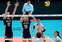 28-09-2015 NED: Volleyball European Championship Polen - Slovenie, Apeldoorn<br /> Polen wint met 3-0 van Slovenie / Sylwia Pycia #11, Natalia Kurnokowska #15