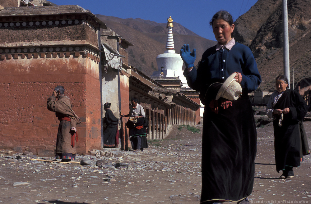 The pilgrimage is mainly to follow the pilgrimís route around the monastic village. .LAMBRANG MONASTERY IN XIAHE - CHINA.copyright: Androniki Christodoulou.