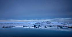 Jökulsárlón á Breiðamerkursandi að vetri / Jokulsarlon during winter