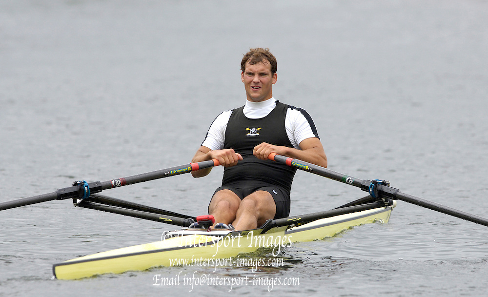 2005 Henley Royal Regatta, Henley on Thames, ENGLAND. Tuesday 30.06.2005 Heat of the Diamond Challenge Sculls Richard Ockendon, Molesey Boat Club, sculls home to win his heat., on the second day of the 2005 Henley royal Regatta. Photo  Peter Spurrier. .email images@intersport-images..[Mandatory Credit Peter Spurrier/ Intersport Images] . HRR.