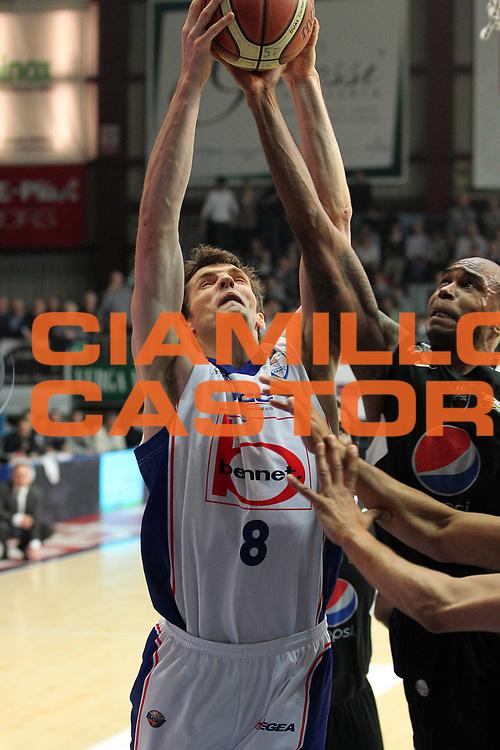 DESCRIZIONE : Cantu Lega A 2010-11 Bennet Cantu Pepsi Caserta<br /> GIOCATORE : Benjamin Ortner<br /> SQUADRA : Bennet Cantu<br /> EVENTO : Campionato Lega A 2010-2011<br /> GARA : Bennet Cantu Pepsi Caserta<br /> DATA : 19/03/2011<br /> CATEGORIA : Rimbalzo<br /> SPORT : Pallacanestro<br /> AUTORE : Agenzia Ciamillo-Castoria/G.Cottini<br /> Galleria : Lega Basket A 2010-2011<br /> Fotonotizia : Cantu Lega A 2010-11 Bennet Cantu Pepsi Caserta<br /> Predefinita :