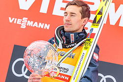25.03.2018, Planica, Ratece, SLO, FIS Weltcup Ski Sprung, Planica, Siegerehrung, im Bild Gesamtweltcupsieger Kamil Stoch (POL) mit der grossen Kristallkugel // Overall Worldcup Winner Kamil Stoch of Poland poses with the Crystal Globe during the Winner Award Ceremony of the FIS Ski Jumping World Cup Final 2018 at Planica in Ratece, Slovenia on 2018/03/25. EXPA Pictures © 2018, PhotoCredit: EXPA/ JFK