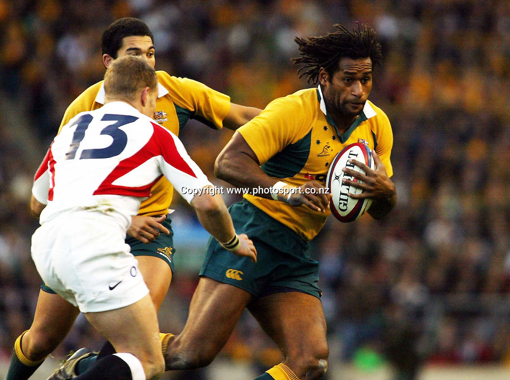 Lote Tuqiri (R) tries to escape Jamie Noon during the Rugby Union test match between England and Australia at Twickenham, England on Saturday 12 November, 2005. England won the match, 26 - 16. Photo: Sportsbeat/Photosport <br />