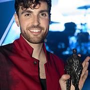 NLD/Amsterdam/20200211 - Uitreiking Edison Pop 2020, Duncan Laurence met zijn award