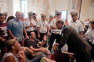 Roma, 11  Luglio 2012.Consiglio comunale in Campidoglio nell'aula Giulio Cesare per  la discussione sulla  cessione del 21% della controllata Acea, l'azienda che si occupa di acqua e servizi.Il Presidente del Consiglio Comunale Marco Pomarici dialoga con gli attivisti  dei comitati «Acqua pubblica»