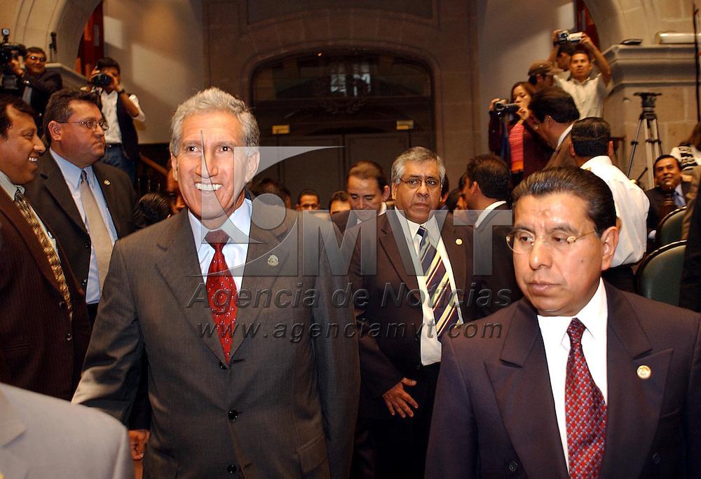 Toluca, M&eacute;x.- El gobernador Arturo Montiel Rojas durante el informe de actividades del titular de la Comision de Derechos Humanos en el Estado. Agencia MVT / Marco A. Castro. (DIGITAL)<br /> <br /> NO ARCHIVAR - NO ARCHIVE