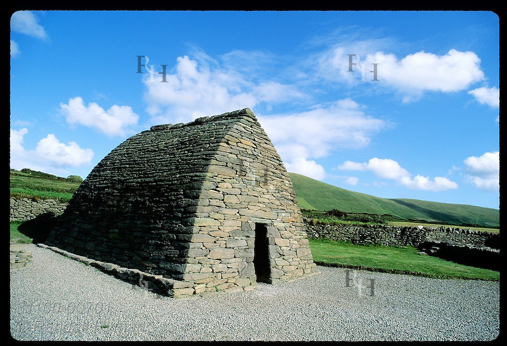 Gallarus Oratory, 7th-c., Ireland's best-preserved early Christian drystone church;Dingle Peninsula Irlnd