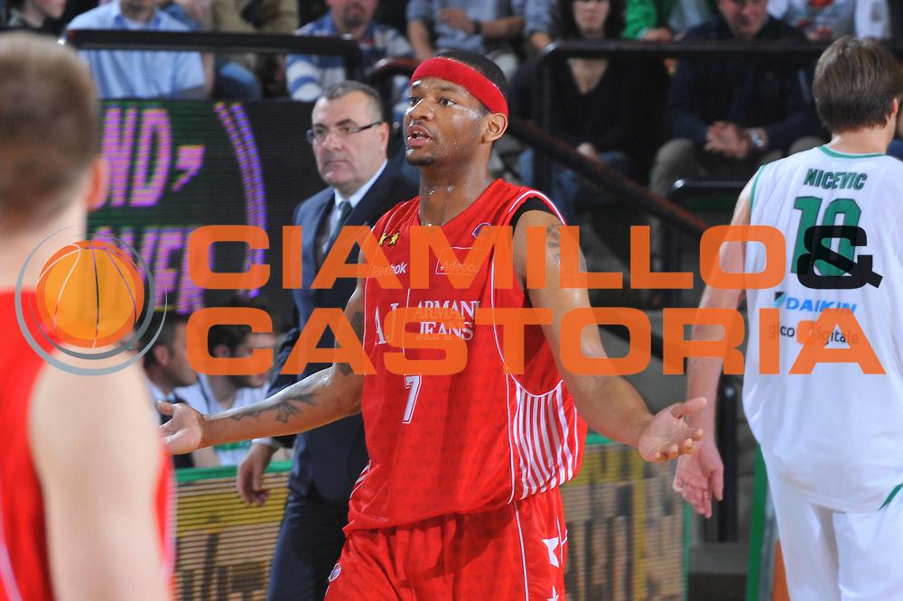 DESCRIZIONE : Treviso Lega A 2009-10 Basket Benetton Treviso Armani Jeans Milano<br /> GIOCATORE : Mike Hall<br /> SQUADRA : Armani Jeans Milano<br /> EVENTO : Campionato Lega A 2009-2010<br /> GARA : Benetton Treviso Armani Jeans Milano<br /> DATA : 16/05/2010<br /> CATEGORIA : Ritratto Delusione<br /> SPORT : Pallacanestro<br /> AUTORE : Agenzia Ciamillo-Castoria/M.Gregolin<br /> Galleria : Lega Basket A 2009-2010 <br /> Fotonotizia : Treviso Campionato Italiano Lega A 2009-2010 Benetton Treviso Armani Jeans Milano<br /> Predefinita :