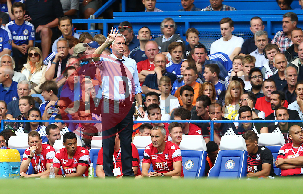 Crystal Palace Manager Alan Pardew - Mandatory byline: Paul Terry/JMP - 07966386802 - 29/08/2015 - FOOTBALL - Stamford Bridge -London,England - Chelsea v Crystal Palace - Barclays Premier League