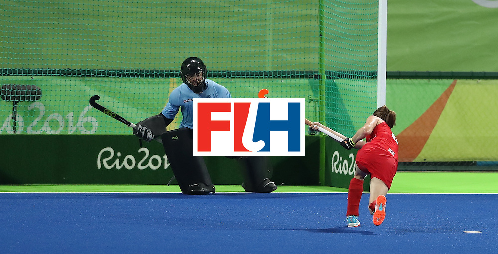 RIO DE JANEIRO, BRAZIL - AUGUST 17:  Helen Richardson-Walsh of Great Britain scores their second goal from the penalty spot during the Women's hockey semi final match betwen New Zealand and Great Britain on Day12 of the Rio 2016 Olympic Games at the Olympic Hockey Centre on August 17, 2016 in Rio de Janeiro, Brazil.  (Photo by David Rogers/Getty Images)