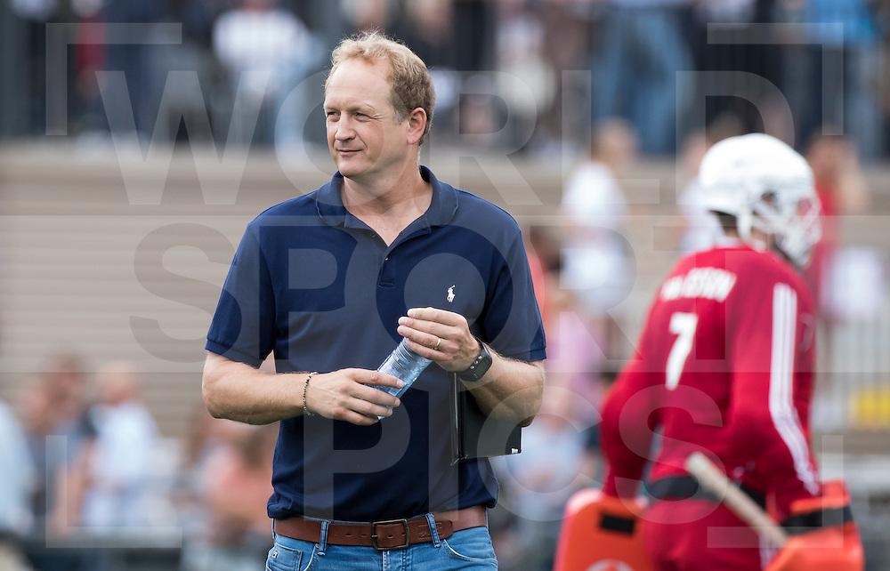 AMSTELVEEN - Hockey - Coach Simon Organ (Hurley)  tijdens de hoofdklassewedstrijd heren HURLEY-PINOKE (1-1). COPYRIGHT KOEN SUYK.