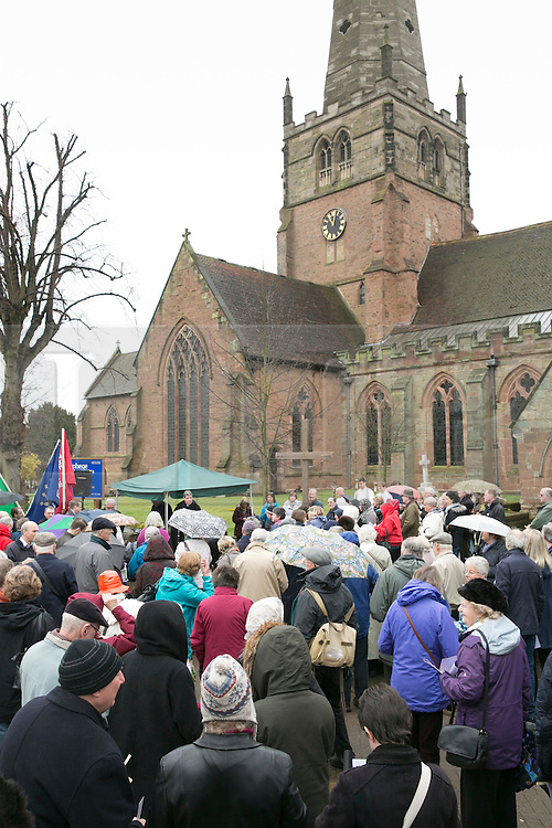 """© Licensed to London News Pictures. 3/4/2015. Solihull, West Midlands, UK. The Good Friday """"Walk of Witness"""" taking place in Solihull. People of all faiths congrgate outside St Alphege Church and walk the short distance to Mell Square to hold a multi-faith prayer meeting. Pictured, crowds praying before taking part in the """"Walk of Witness"""". Photo credit : Dave Warren/LNP"""