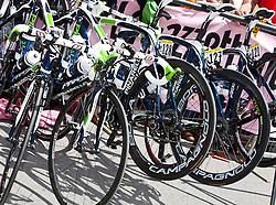 21.05.2011, Hauptplatz Lienz, AUT, Giro d´ Italia 2011, 14. Etappe, Lienz - Monte Zoncolan, im Bild Feature Radsport, Räder stehen nebeneinander // during the Giro d´ Italia 2011, Stage 14, Lienz - Monte Zoncolan,Austria, 2011-05-21, EXPA Pictures © 2011, PhotoCredit: EXPA/ J. Feichter