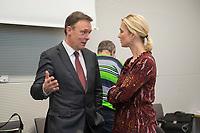 08 JAN 2015, BERLIN/GERMANY:<br /> Thomas Oppermann (L), SPD Fraktionsvorsitzender, und Manulea Schwesig (R), SPD, Bundesfamilienministerin, im Gespraech,  vor Beginn einer Klausurtagung der SPD  Fraktion, Fraktionsebene, Deutscher Bundestag<br /> IMAGE: 20150108-01-004<br /> KEYWORDS: Gespräch