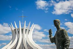 Escultura de Os Quatro Evangelistas de Alfredo Ceschiatti na frente da Catedral Metropolitana de Brasília, situada no Eixo Monumental - estátua de Dante Croce. FOTO: Jefferson Bernardes/ Agência Preview