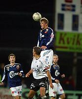 Fotball, 22. september 2003, Tippeligaen,  Sogndal-Viking 2-2,   Brede Hangeland, Viking, rager over Håvard Flo, Sogndal
