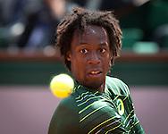 Gael Monfils (FRA) schaut auf den Ball,Konzentration,<br /> <br /> Tennis - French Open 2015 - Grand Slam ITF / ATP / WTA -  Roland Garros - Paris -  - France  - 1 June 2015.