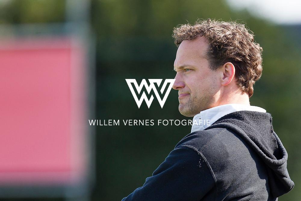Eindhoven - OZ - HGC Heren, Hoofdklasse Hockey Heren, Seizoen 2015-2016, 01-05-2016, OZ - HGC 3-0, Jan Jorn van 't Land verbijt zich langs de lijn.