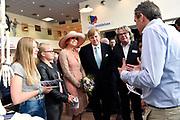 Koning Willem-Alexander en koningin Maxima brengen een streekbezoek aan Noardwest Fryslan.<br /> <br /> King Willem-Alexander and Queen Maxima bring a regional visit to Northwest Friesland<br /> <br /> Op de foto / On the photo: Bezoek aan het Leerwerkplein van de Campus Middelsee / Visiting  Campus Middelsee