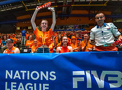 30-05-2019 NED: Volleyball Nations League Netherlands - Poland, Apeldoorn<br /> Orange support