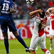 NLD/Amsterdam/20100731 - Wedstrijd om de JC schaal 2010 tussen Ajax - FC Twente, Luis Suarez in duel met Douglas Franco Teixeira