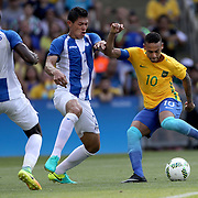 Football - Olympics: Day 12   Neymar #10 of Brazil is challenged by Jhonathan Paz #2 of Honduras in action during the Brazil Vs Honduras Men's Semifinal match at Maracana Stadium on August 17, 2016 in Rio de Janeiro, Brazil. (Photo by Tim Clayton/Corbis via Getty Images)