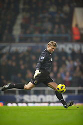 LONDON, ENGLAND - Tuesday, December 28, 2010: West Ham United's goalkeeper Robert Green in action against Everton during the Premiership match at Upton Park. (Pic by: David Rawcliffe/Propaganda)