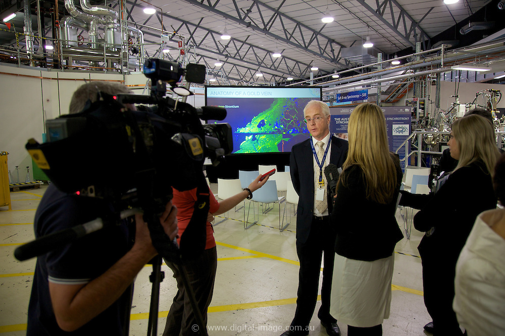 Australian Synchrotron Funding Announcement by:.Senator the Hon Chris Evans.Minister for Tertiary Education, Skills, Science and Research.and.Anna Burke MP.Federal Member for Chisholm  .Prof Keith Nugent.Facility Director (AS)