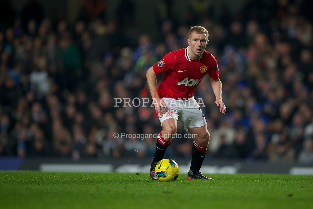 LONDON, ENGLAND - Sunday, February 5, 2012: Manchester United's Paul Scholes in action against Chelsea during the Premiership match at Stamford Bridge. (Pic by David Rawcliffe/Propaganda)