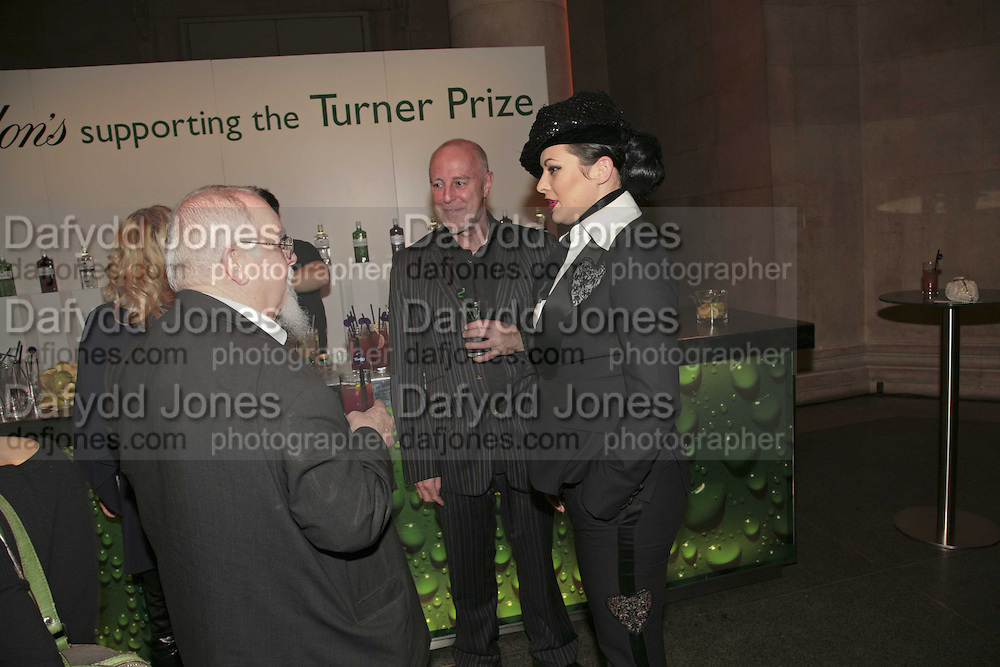 Sir Peter Blake, Andrew Sutton and Immodesty Blaize, Turner Prize 2006. Tate Gallery. London. 4 December 2006. ONE TIME USE ONLY - DO NOT ARCHIVE  © Copyright Photograph by Dafydd Jones 248 CLAPHAM PARK RD. LONDON SW90PZ.  Tel 020 7733 0108 www.dafjones.com