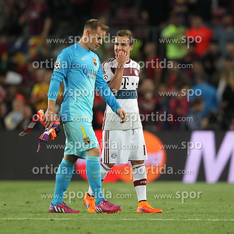 06.05.2015, Camp Nou, Barcelona, ESP, UEFA CL, FC Barcelona vs FC Bayern Muenchen, Halbfinale, Hinspiel, im Bild Mario Goetze (FC Bayern Muenchen #19) im Gespraech mit Torwart Marc-Andre ter Stegen (FC Barcelona #1) // during the UEFA Champions League semi finals 1st Leg match between FC Barcelona and FC Bayern Munich at the Camp Nou in Barcelona, Spain on 2015/05/06. EXPA Pictures &copy; 2015, PhotoCredit: EXPA/ Eibner-Pressefoto/ Schueler<br /> <br /> *****ATTENTION - OUT of GER*****