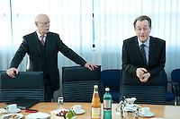05 JAN 2009, BERLIN/GERMANY:<br /> Peter Struck (R), SPD Fraktionsvorsitzender, und Franz Muentefering (R), SPD Parteivorsitzender, vor Beginn der Sitzung der SPD -Koordinierungsrunde-Bund-Laender-Komunen, Willy-Brandt-Haus<br /> IMAGE: 20090105-01-010<br /> KEYWORDS: Franz M&uuml;ntefering