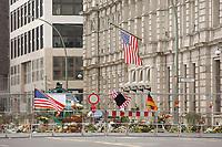 12 SEP 2001, BERLIN/GERMANY:<br /> Absperrgitter mit Blumen belegt und ein Radpanzer derBerliner Polizei vor der  Botschaft der Vereinigten Staaten nach den Terror Anschlaegen in den USA<br /> IMAGE: 20010912-02-006