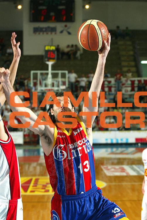 DESCRIZIONE : Faenza Lega A2 2005-06 Zarotti Imola Agricola Gloria Montecatini <br /> GIOCATORE : Niccolai <br /> SQUADRA : Agricola Gloria Montecatini <br /> EVENTO : Campionato Lega A2 2005-2006 <br /> GARA : Zarotti Imola Agricola Gloria Montecatini <br /> DATA : 23/04/2006 <br /> CATEGORIA : Tiro <br /> SPORT : Pallacanestro <br /> AUTORE : Agenzia Ciamillo-Castoria/M.Marchi <br /> Galleria : Lega Basket A2 2005-2006 <br /> Fotonotizia : Faenza Campionato Italiano Lega A2 2005-2006 Zarotti Imola Agricola Gloria Montecatini <br /> Predefinita :