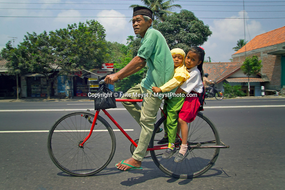 Yogyakarta, Java, Indonesia, October 2006. a father with his kids on a bicycle. The island of Java is rich with culture, colorful friendly people, dutch colonial history and beautiful landscapes. Photo by Frits Meyst/Adventure4ever.com