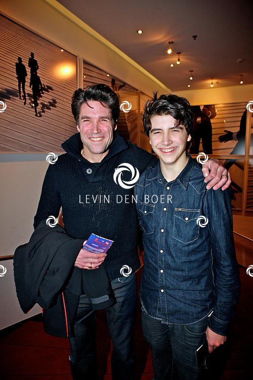 AMSTERDAM - In het nieuwe DeLaMar theater is de premiere van BNN Spuiten en Slikken de Musical gestart.  Met op de foto Daniel Boissevain en zijn zoon Robin. FOTO LEVIN DEN BOER - PERSFOTO.NU