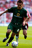 Photo: Alan Crowhurst.<br /> Southampton v Norwich City. Coca Cola Championship.<br /> 20/08/2005. Peter Thorne on the attack for Norwich.