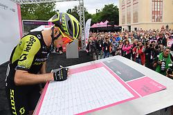 26.05.2019, Como, ITA, Giro d Italia 2019, 15. Etappe, Ivrea - Como (237 km), im Bild YATES Simon Philip(GBR)(MITCHELTON – SCOTT) // YATES Simon Philip(GBR)(MITCHELTON – SCOTT) during stage 15 of the 102nd Giro d'Italia cycling race from Ivrea to Como (237 km) Como, Italy on 2019/05/26. EXPA Pictures © 2019, PhotoCredit: EXPA/ laPresse/ Gian Mattia D'Alberto<br /> <br /> *****ATTENTION - for AUT, SUI, CRO, SLO only*****