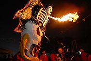 Diablo  de Carnaval durante el Carnaval de El Callao en Venezuela. El diablo es el personaje principal de estas fiestas tradicionales, y se distingue por  sus elaboradas mascaras con cachos rectos y puntiagudos. El Carnaval, celebrado entre los meses de febrero y marzo, tiene en El Callao una de sus manifestaciones más alegres y coloridas, gracias a la riqueza cultural de su mestizaje. El Callao, 2007 (Ramon Lepage / Orinoquiaphoto)  Carnival Devil during El Callao Carnival in Venezuela. The devil is the principal character of this traditional celebration, and it disguises itself for the elaborate masks with straight and pointed horn. Carnival, celebrated between February and March, have in El Callao one of its colorful and happiest expressions, thanks to their cultural mestization. El Callao, 2007 (Ramon Lepage / Orinoquiaphoto)..