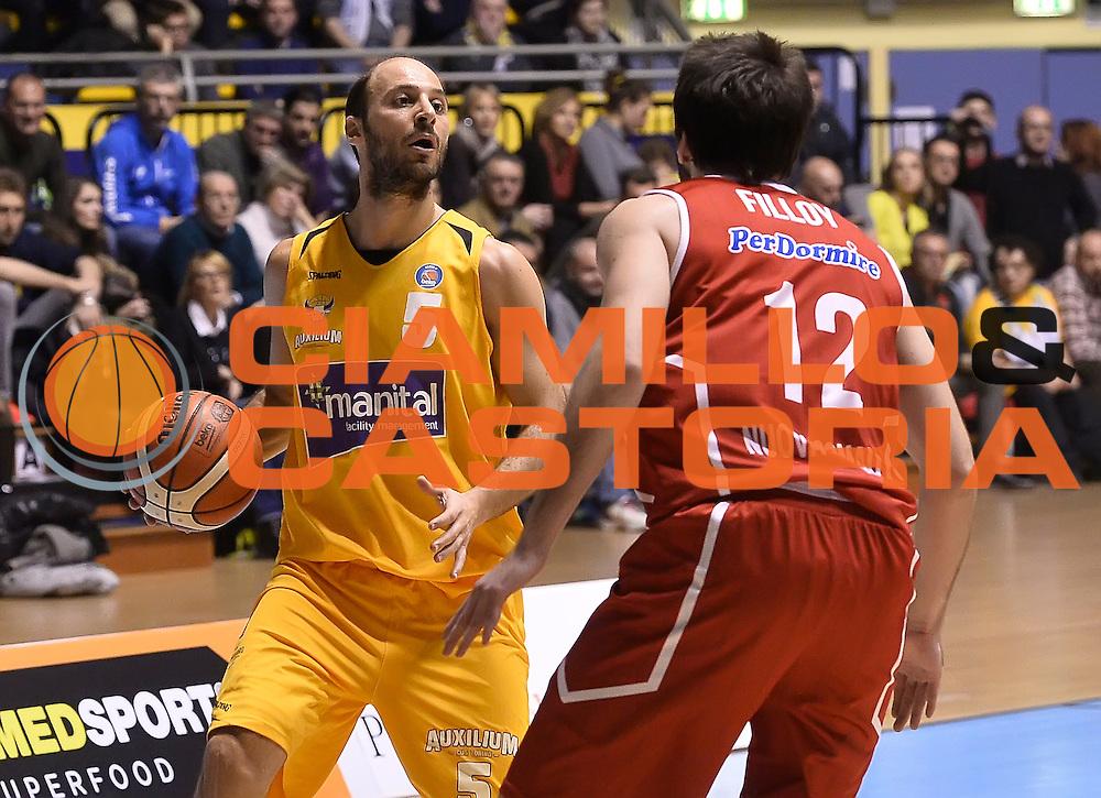 DESCRIZIONE : Torino Auxilium Manital Torino Giorgio Tesi Group Pistoia<br /> GIOCATORE : Jacopo Giachetti<br /> CATEGORIA : palleggio<br /> SQUADRA : Manital Auxilium Torino<br /> EVENTO : Campionato Lega A 2015-2016<br /> GARA : Auxilium Manital Torino Giorgio Tesi Group Pistoia<br /> DATA : 07/12/2015 <br /> SPORT : Pallacanestro <br /> AUTORE : Agenzia Ciamillo-Castoria/R.Morgano<br /> Galleria : Lega Basket A 2015-2016<br /> Fotonotizia : Torino Auxilium Manital Torino Giorgio Tesi Group Pistoia<br /> Predefinita :