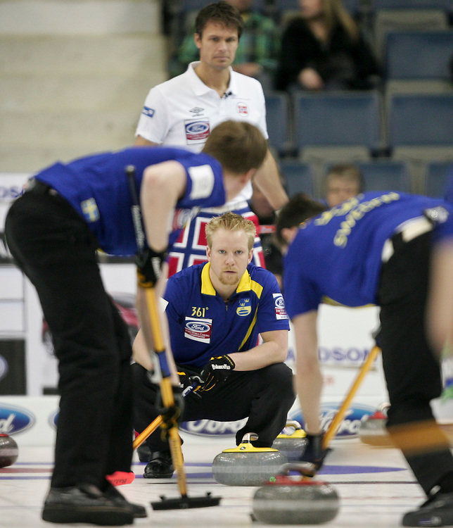 Swedish skip  Niklas Edin watches his sweepers during Sweden's 3-4 page playoff match against Norway at the Ford World Men's Curling Championships in Regina, Saskatchewan, April 9, 2011.<br /> AFP PHOTO/Geoff Robins
