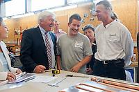 06 AUG 2009, BRAUNSCHWEIG/GERMANY:<br /> Frank-Walter Steinmeier, SPD, Bundesaussenminister und Kanzlerkandidat, Tobias Siemann, Auszubildender, Dipl. Ing. Klaus-Henning Terschueren, Geschaeftsfuehrer Solvis, (v.L.n.R.), Besuch der Firma Solvis GmbH & Co KG<br /> IMAGE: 20090806-01-101<br /> KEYWORDS: Sommerreise, Bundestagswahl 2009, Wahlkampf, Klaus-Henning Terschüren, Azubi