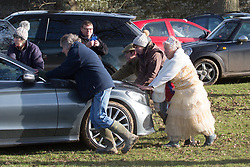 © Licensed to London News Pictures. 26/12/2017. Petworth, UK. The traditional boxing day Chiddingfold, Leconfield and Cowdray Hunt has set off from the kennels of National Trust-owned Petworth House in Petworth Park, West Sussex. Photo credit : Rob Powell/LNP