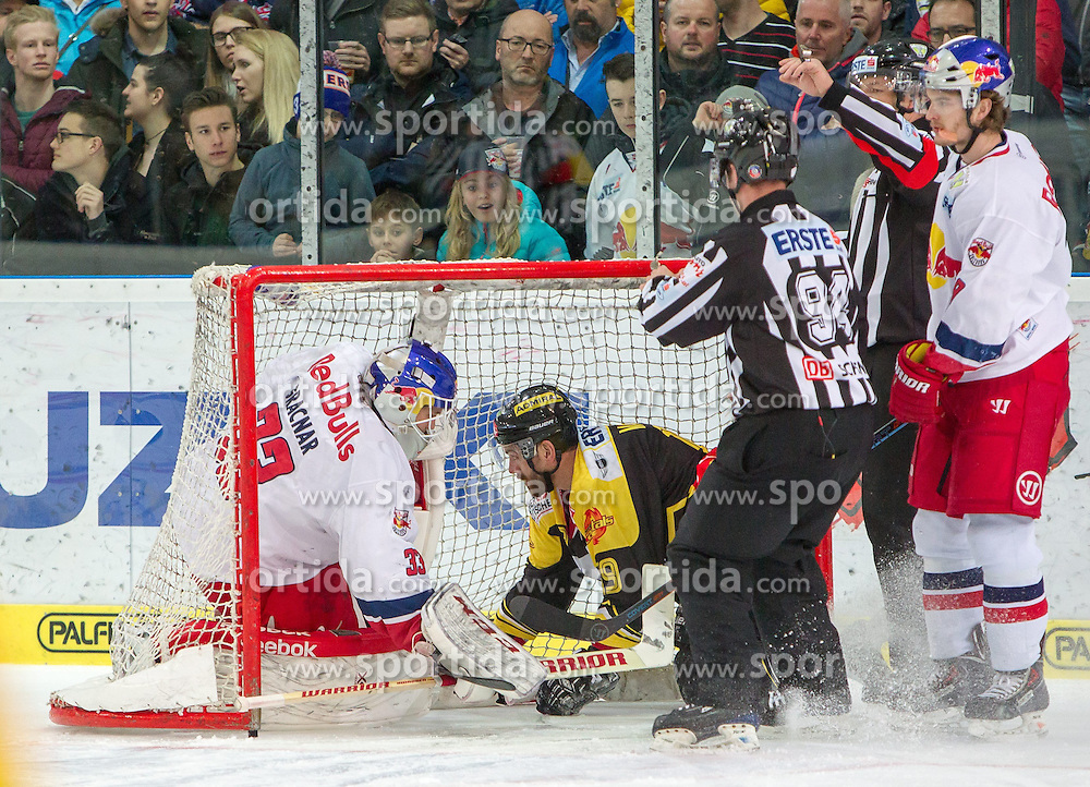 07.04.2015, Eisarena, Salzburg, AUT, EBEL, EC Red Bull Salzburg vs UPC Vienna Capitals, Finale, 1. Spiel, im Bild v.l.: Luka Gracnar (EC Red Bull Salzburg), Ken Magowan (UPC Vienna Capitals) // during the Erste Bank Icehockey League 1st final match between EC Red Bull Salzburg and UPC Vienna Capitals at the Eisarena in Salzburg, Austria on 2015/04/07. EXPA Pictures © 2015, PhotoCredit: EXPA/ JFK