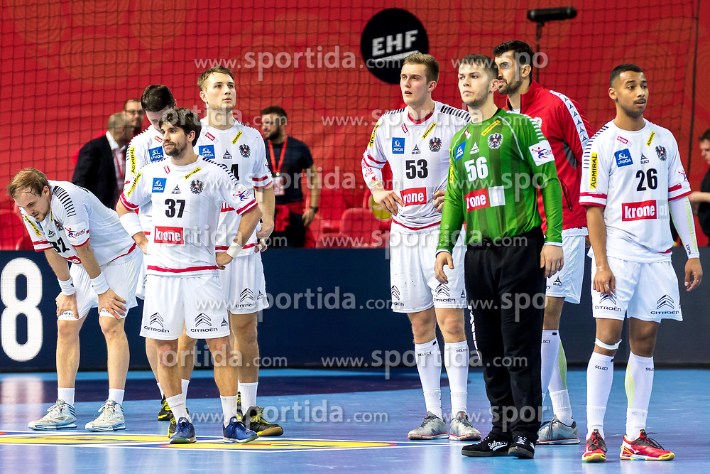 16.01.2018, Zatika Sport Centre, Porec, CRO, EHF EM, Herren, Österreich vs Norwegen, Gruppe B, im Bild die Spieler von Österreich nach dem Spiel // during the preliminary round, group B match of the EHF men's Handball European Championship between Austria and Norway at the Zatika Sport Centre in Porec, Croatia on 2018/01/16. EXPA Pictures © 2018, PhotoCredit: EXPA/ Sebastian Pucher