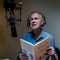 Nederland, Amsterdam, 11 mei 2016.<br /> Jan Meng, de zowat populairste voorlezer van Nederland leest een luisterboekk in het kader van luisterboekenweek.<br /> <br /> <br /> <br /> Foto: Jean-Pierre Jans