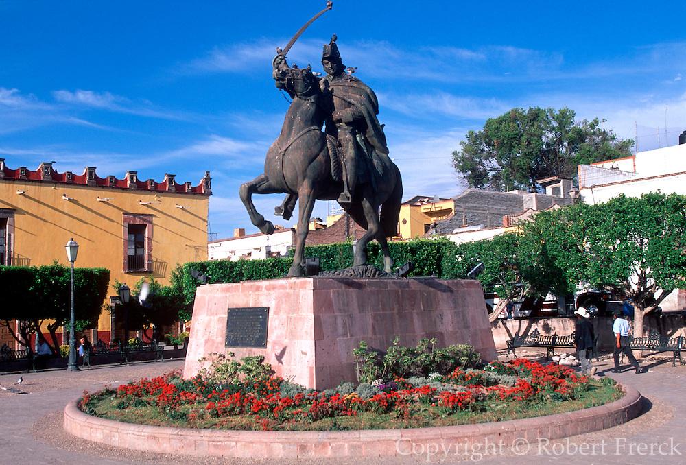 MEXICO, SAN MIGUEL ALLENDE statue of Ignacio Allende, Plaza Civica
