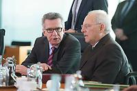 17 FEB 2016, BERLIN/GERMANY:<br /> Thomas de Maiziere (L), CDU, Bundesinnenminister, und Wolfgang Schaeuble (R), CDU, Bundesfinanzminister, im Gespraech, vor Beginn der Kabinettsitzung, Bundeskanzleramt<br /> IMAGE: 20160217-01-007<br /> KEYWORDS: Kabinett, Sitzung, Thomas de Maizi&egrave;re, Wolfgang Sch&auml;uble, Gespr&auml;ch